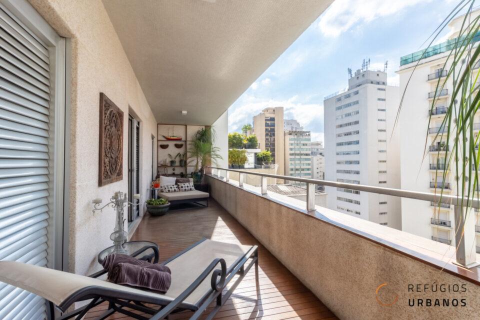 Apartamento em Higienopolis com 500m2, andar alto, varandão, 3 quartos sendo 2 suites mais escritório e 3 vagas em localização especial.