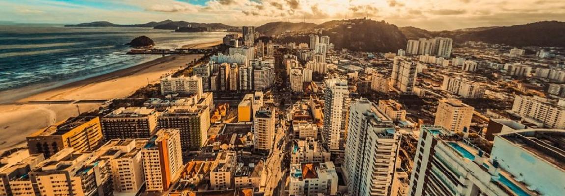 Dia desses me deparei com uma informação que me deixou boquiaberta, Santos é a cidade mais verticalizada do Brasil, são 63% de prédios.
