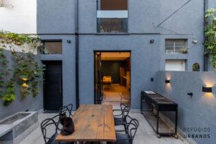 Moema Índios, casa de vila reformadíssima de 65m2 com 30m2 de quintal, 1 super suíte, ambientes integrados, super reformada. 1 vaga.