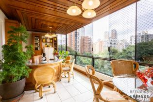Moema Pássaros, apartamento com super metragem 306 m2, 3 suítes, 4 vagas de garagem, com varandão. No melhor lugar do bairro.