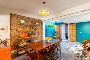 Vila Olímpia, casa de vila super charmosa de 90m2, reformada, 3 quartos/1 suíte, ambientes integrados, super localização. 2 vagas.