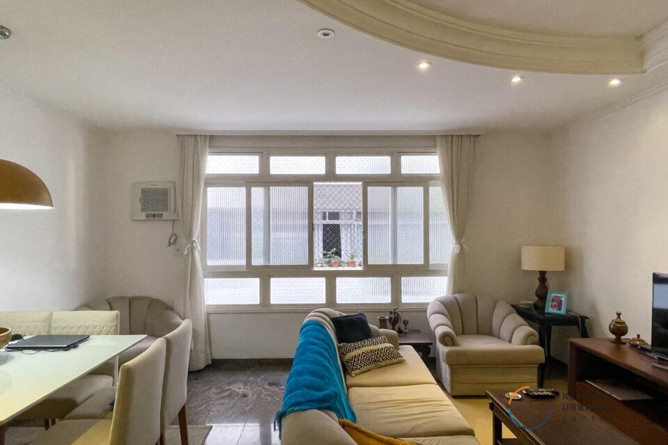 No Boqueirão, apartamento de 145m2, em um predinho fofo, janelão, muita luminosidade, 3 quartos sendo uma suíte e garagem exclusiva.