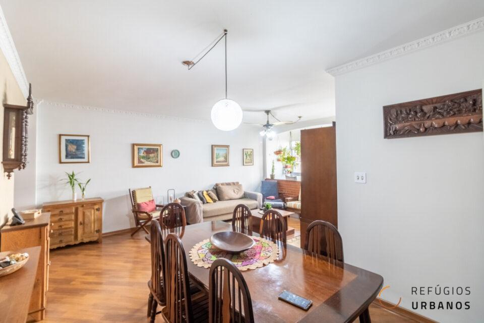 Refugio espaçoso na Bela Vista de 138 metros com três dormitórios e uma vaga em um prédio charmoso a poucos metros da Avenida Paulista.