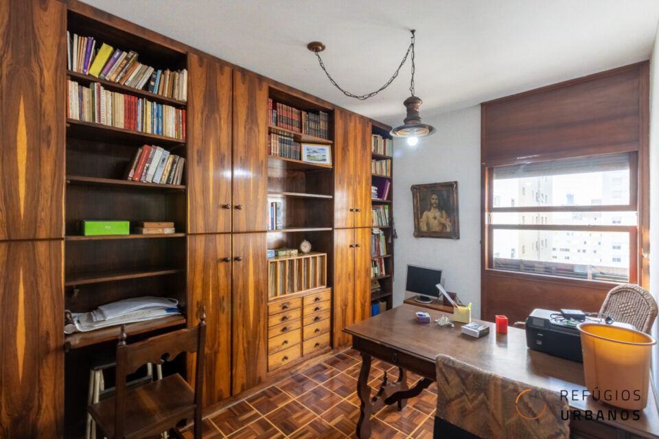 3 dormitórios (1 suíte) na Baronesa de Itu, Santa Cecilia com 148m² e 2 vagas. Um chão de taco que é uma obra de arte na casa toda.