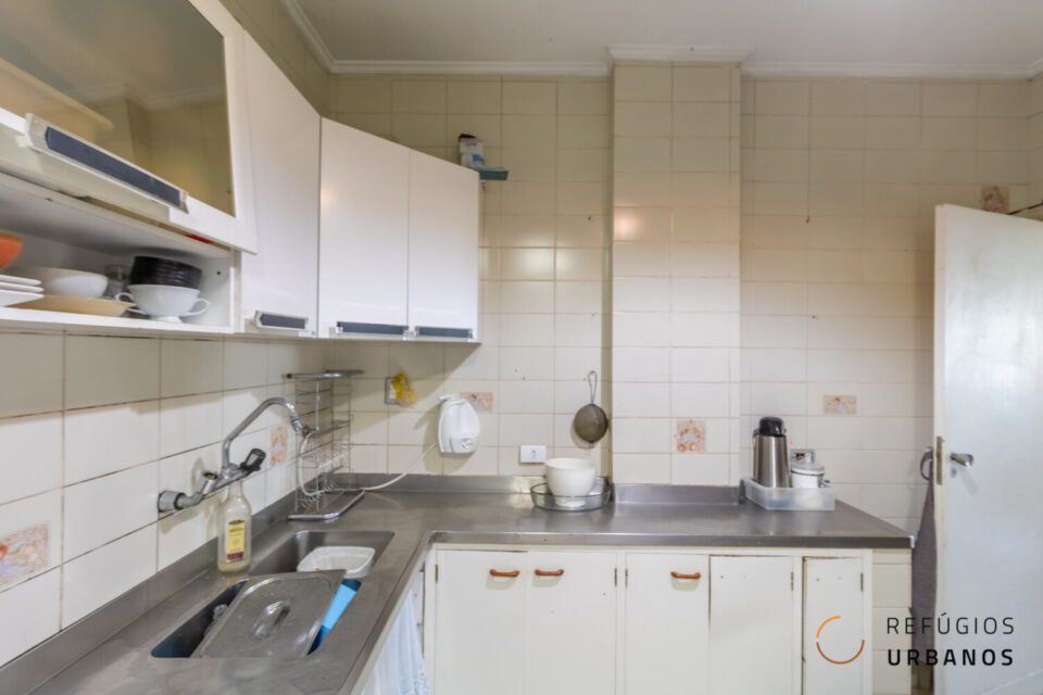 Apartamento de 131 metros quadrados a duas quadras da Paulista, com três dormitórios (sendo uma suíte), super charmoso com janelão