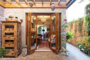 Linda casa de vila no estilo Toscano com área externa no Itaim