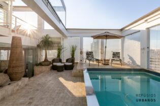 Moema Índios, elegante cobertura triplex, 456 m2 área útil, 856m2 total, 4 suítes, 8 vagas. Piscina, espaço gourmet, vista panorâmica da cidade.