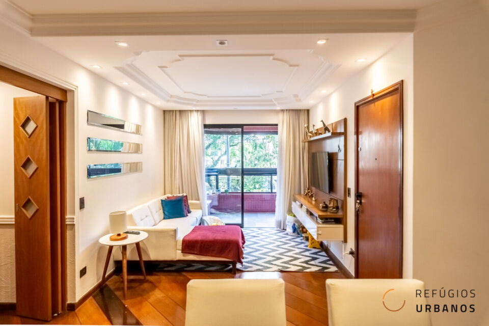 Com 105m2, 3 dormitórios, 1 suíte e varanda na copa das árvores. Esse apartamento na Vila Clementino tem lazer completo e está à 600m do metrô Santa Cruz em uma rua tranquila.