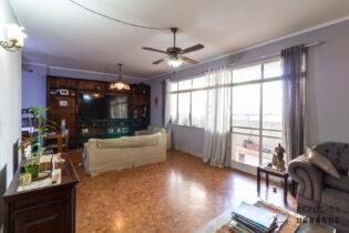 No icônico Cicero Prado, um apartamento com 137m2, com 2 dormitórios, varanda voltada para o jardim. Um excelente projeto de reforma.