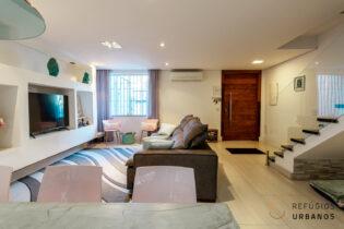 Sobrado de dois andares com 135m2 , 3 dormitórios, sala integrada com a cozinha, 2 vagas e muito espaço externo para aproveitar a vida no dia a dia. No Planalto Paulista a 1km do metrô São Judas.
