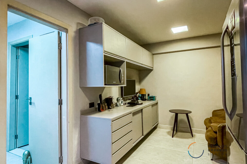 No Boqueirão, apartamento de 178m2, reforma moderna em um prédio dos anos 70, 3 quartos sendo uma suíte e vaga na melhor rua do bairro
