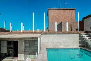 Na Ponta da Praia, uma cobertura com 269m2, com direito a piscina e solarium exclusivos, 3 quartos, 2 vagas, parece sonho, mas é real
