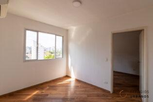 Brooklin, apartamento para reforma com 40 m2, 1 quarto, 1 vaga. Janelão com vista. Prático funcional, perfeito para morar ou para investir.