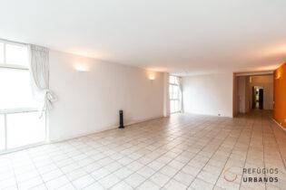 Apartamento em Higienopolis, na Rua Itacolomi, com 320m2, 4 quartos, sendo 3 suites, 2 vagas em prédio assinado por Bernardo Rzezak.
