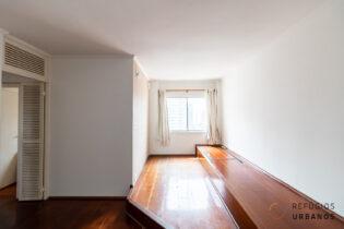 Vila Olímpia, apartamento para reforma com 67 m2, 2 quartos, 1 vaga. Janela com vista. Prático funcional, perfeito para morar ou para investir.