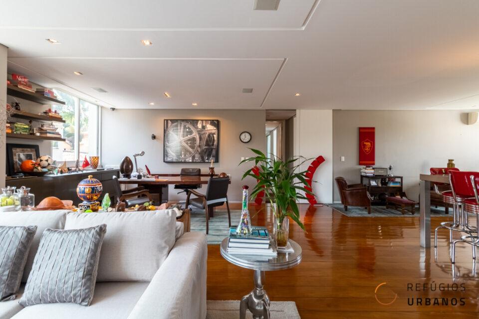 Apartamento no Pacaembu 180m2, em predinho que é puro charme, janelões incríveis e reforma de João Armentano com uma suíte e uma vaga.