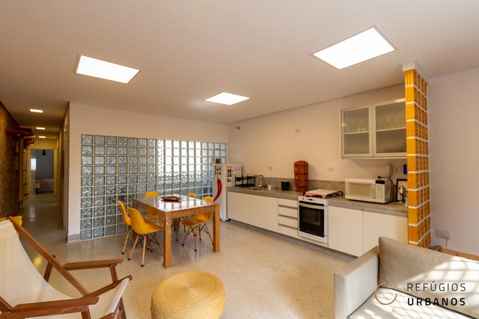 Apartamento em predinho de 82m2, 2 suítes e muito estilo em predinho a 250m do metrô Praça da Árvore.