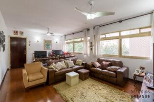 Apartamento de 3 dormitórios com vaga. Seu novo lar na Santa Cecília tem 134 m² de área útil em um belíssimo prédio da década de 60.