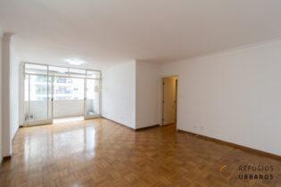 Apartamento com 128m2, 3 dormitórios (sendo 2 suítes), ensolarado, varanda e vaga, com ótima localização em rua arborizada de Santa Cecilia.